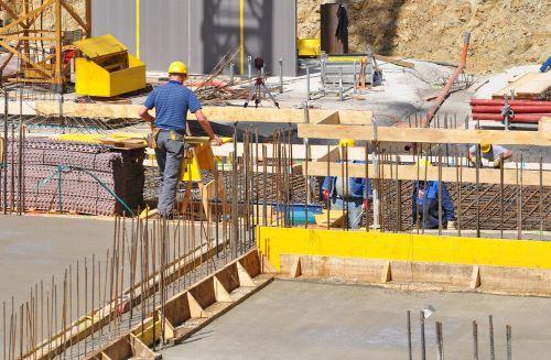 Salariés du bâtiment dans un environnement à risque